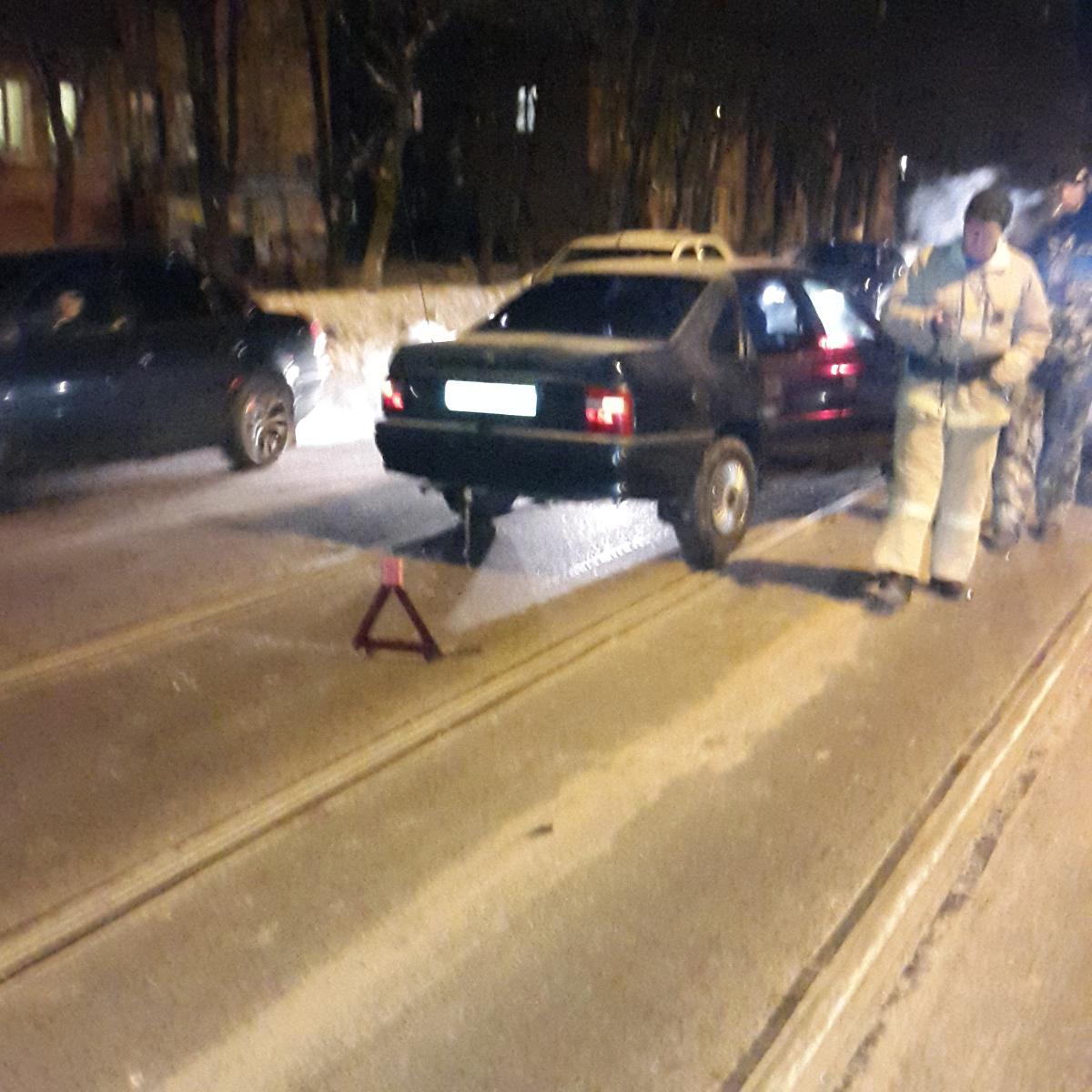ВКурске автомобиль сбил стоящих наостановке людей