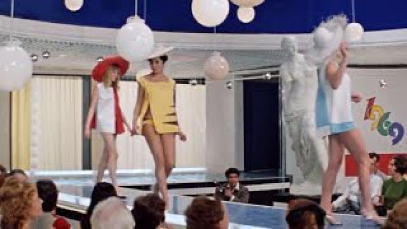 Эротика в Советском кино. Пляжный ансамбль мини-бикини 69! Бриллиантовая рука 1968...