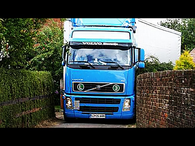 Amazing Trucks Driving Skills - Awesome Semi Trucks Drivers - Extreme Lorry Drivers WIN