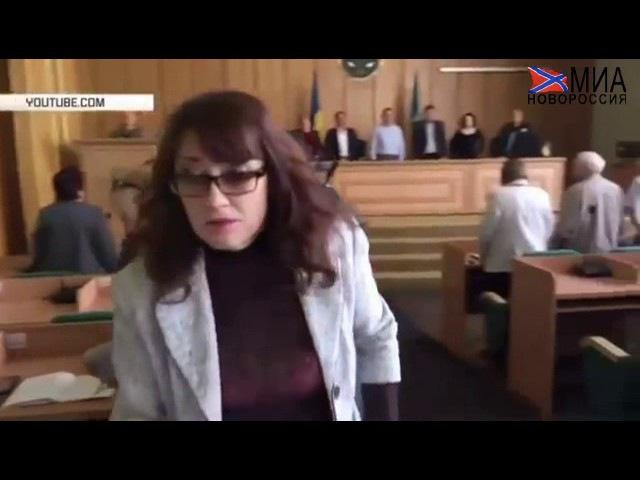 В оккупированном Славянске чиновница проигнорировала минуту молчания в память о погибших боевиках АТО.