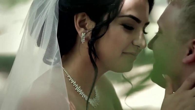 Русско-Кавказская свадьба. У него крест, у неё полумесяц на шее. У любви нет религии, у бога нет нации