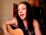 Милая девушка поет песню Любовь и Дота 2