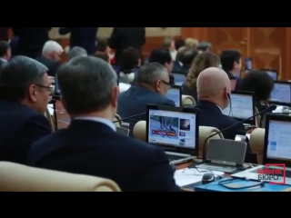В Казахстане депутат смотрел видео с лосями во время обсуждения законопроекта