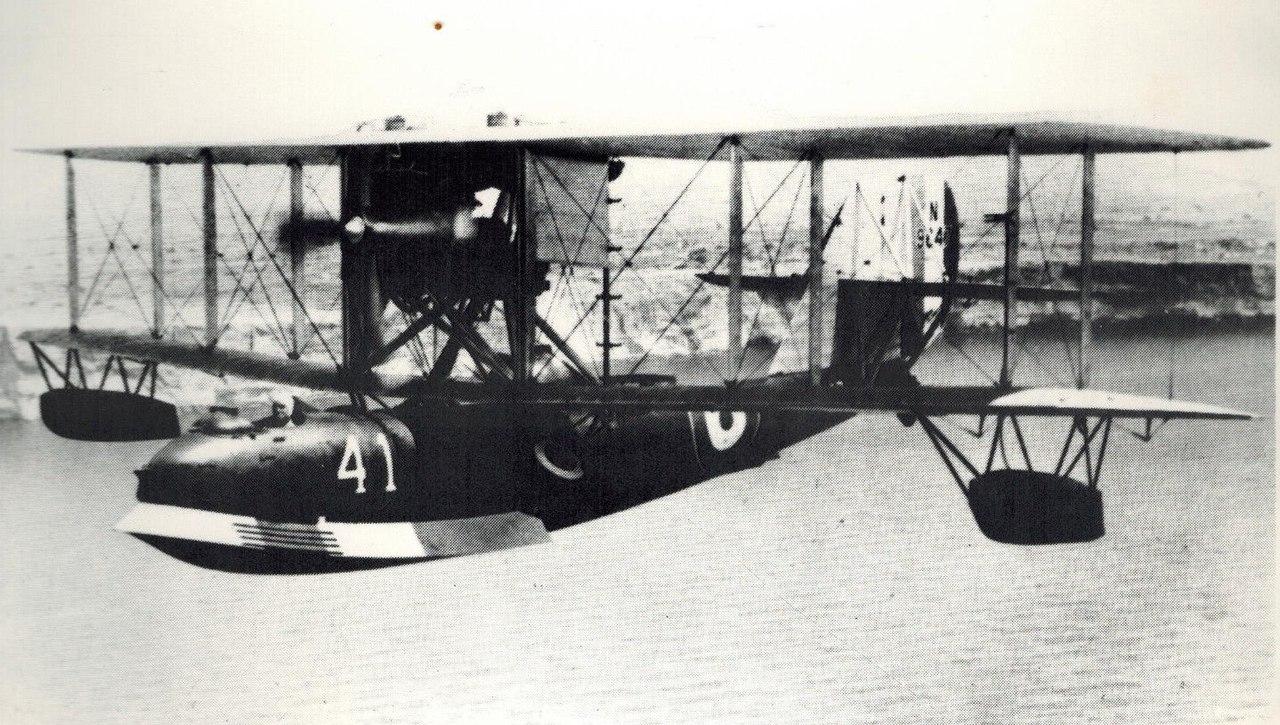 """Летающая лодка Супермарин """"Сигалл"""" над Мальтой, 1927 год"""