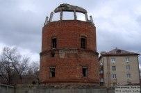 21 апреля 2011 - Водонапорная башня на улице Жилина в Тольятти. Снесли половину