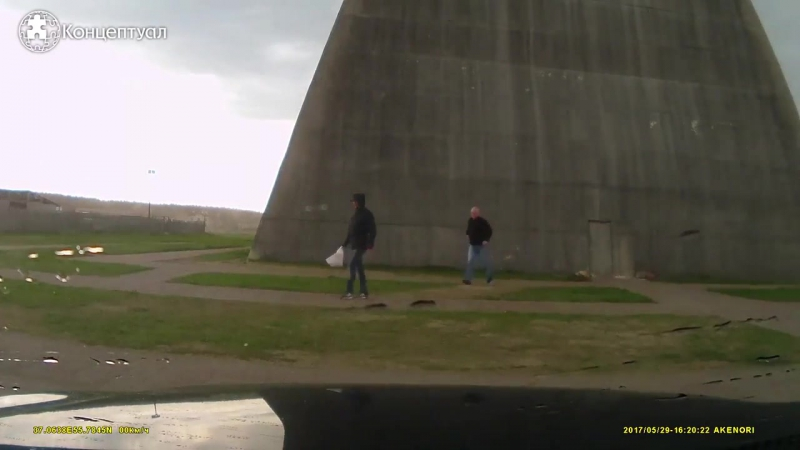 В сети опубликованы кадры падения пирамиды Голода в Подмосковье