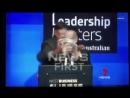 В Австралии неизвестный размазал торт по лицу главы крупной авиакомпании
