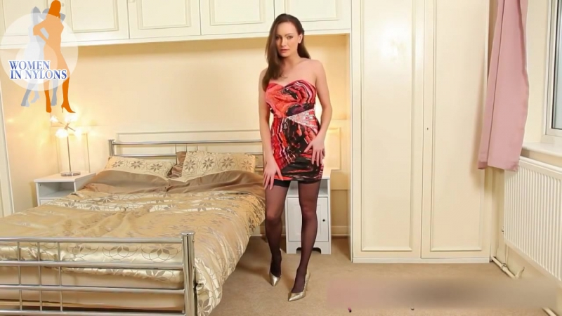 Wetlook Bath White Skirt, T Shirt, Heels And Black Gloves, Pantyhose