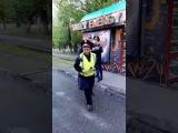 Нападение на полицейского в Алматы сняли на видео