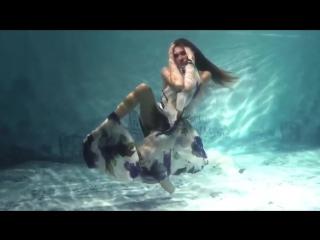 Самый необычный показ мод. Модели позируют под водой