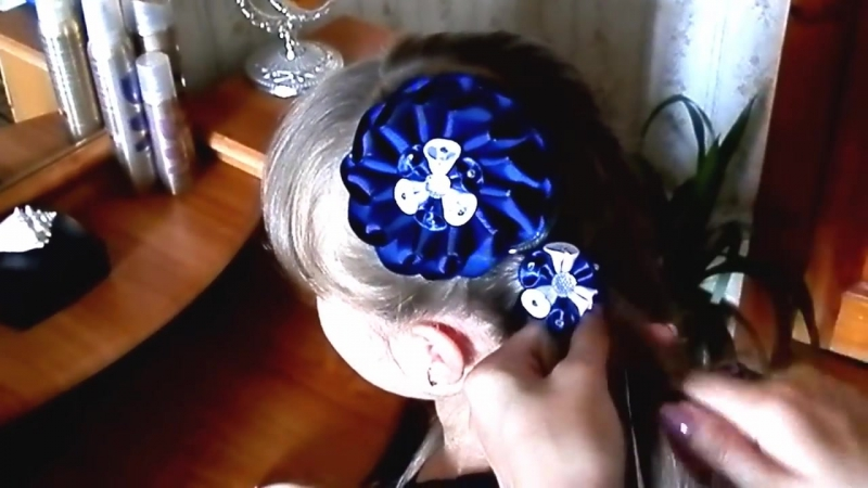 Как вплести ленту канзаши в косу! _ How to weave ribbon kanzashi in a braid