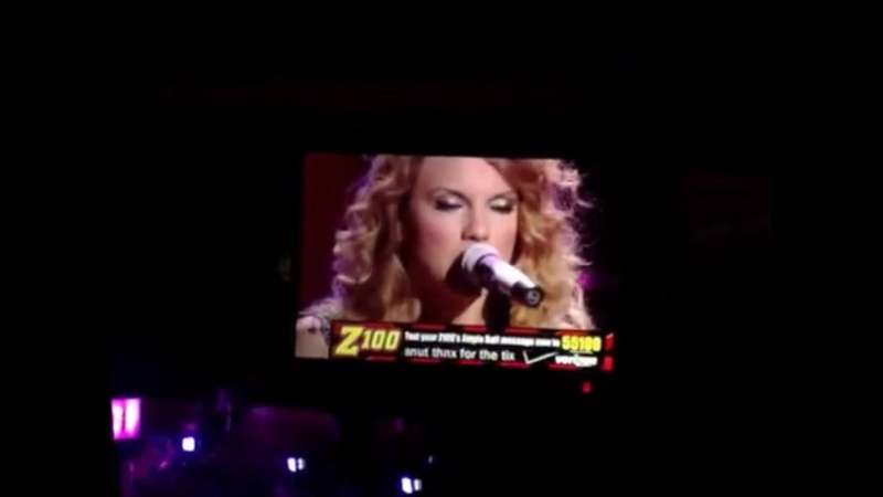 Taylor Swift - Teardrops On My Guitar (Live at Z100 Jingle Fest 2009)