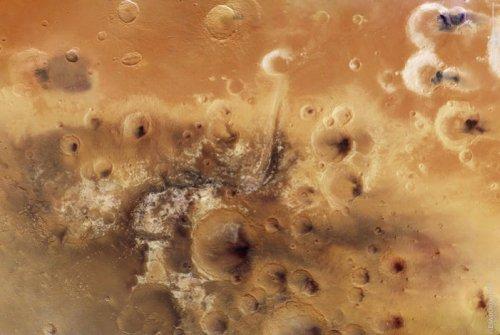 Европейское космическое агентство сузило до двух количество вариантов предполагаемого места посадки марсохода ExoMars 2020