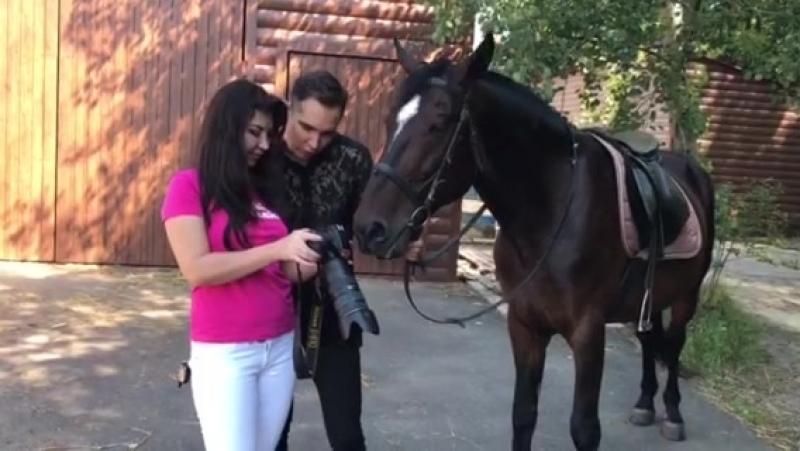 *Сегодня день начался ярко и интересно, фотосъёмка с лошадками- это море счастья)общение с лошадью наполняет душу счастьем)