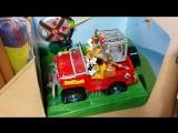 Машина на дистанционном управлении с фигурками Микки Мауса и Дональда. (Фигурки, клетка, канистры достаются. Две рабоч