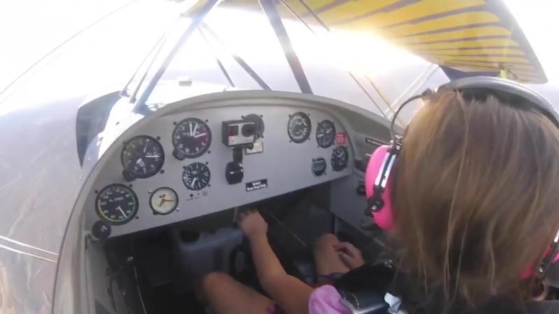 Отец дал полетать дочке