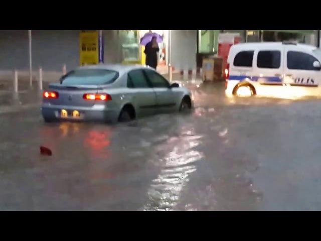 Mersinde yağan yağmur sel felaketine sebep oldu 5 kişi hayatını kaybetti