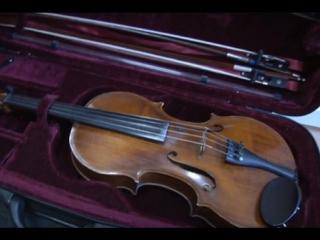 В Иркутске полицейские вернули молодому музыканту, похищенный у него альт