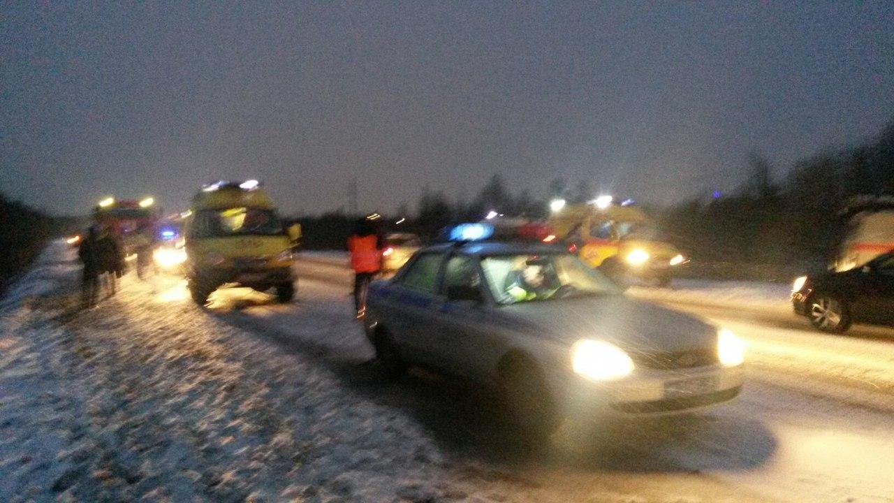 5 человек пострадало вмассовом ДТП навъезде вМурманск
