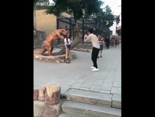 теранозавр лютует