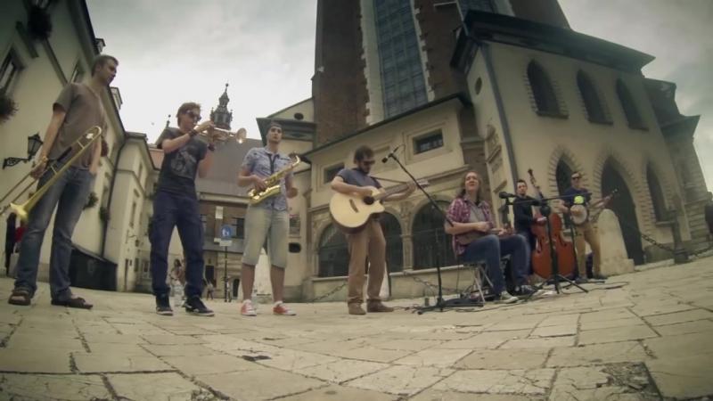 Уличные музыкант / Street musican Krakow Street Band - Don't Let Me Be Misunderstood