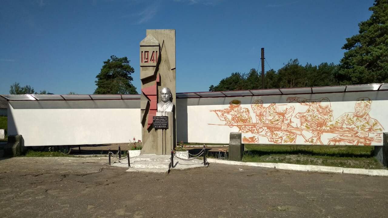Патриотическое граффити появилось на памятнике пограничникам