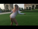 Блонда подбрасывает свою задницу