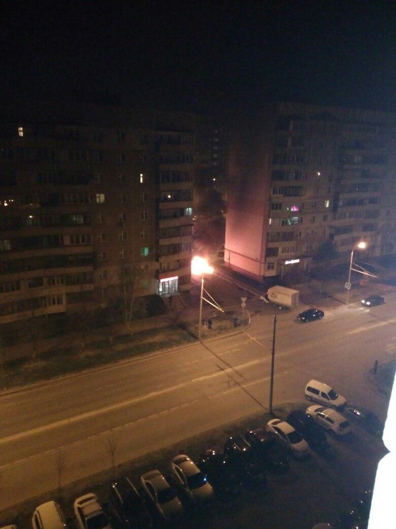 Фото пожара в Советском районе Казани: сгорел автомобиль
