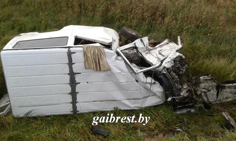 В Ивановском районе Mercedes попал под поезд: в авто было пятеро детей, трое из них погибли