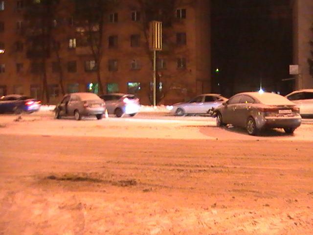 ВКурске снегопад стал предпосылкой ДТП: столкнулись «Киа» и«ВАЗ»