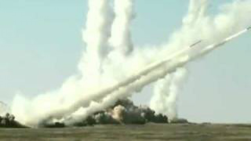DZ Russie - La réponse russe à lOTAN - Iskander-M. Totchka-U et Smerch MRLS.flv