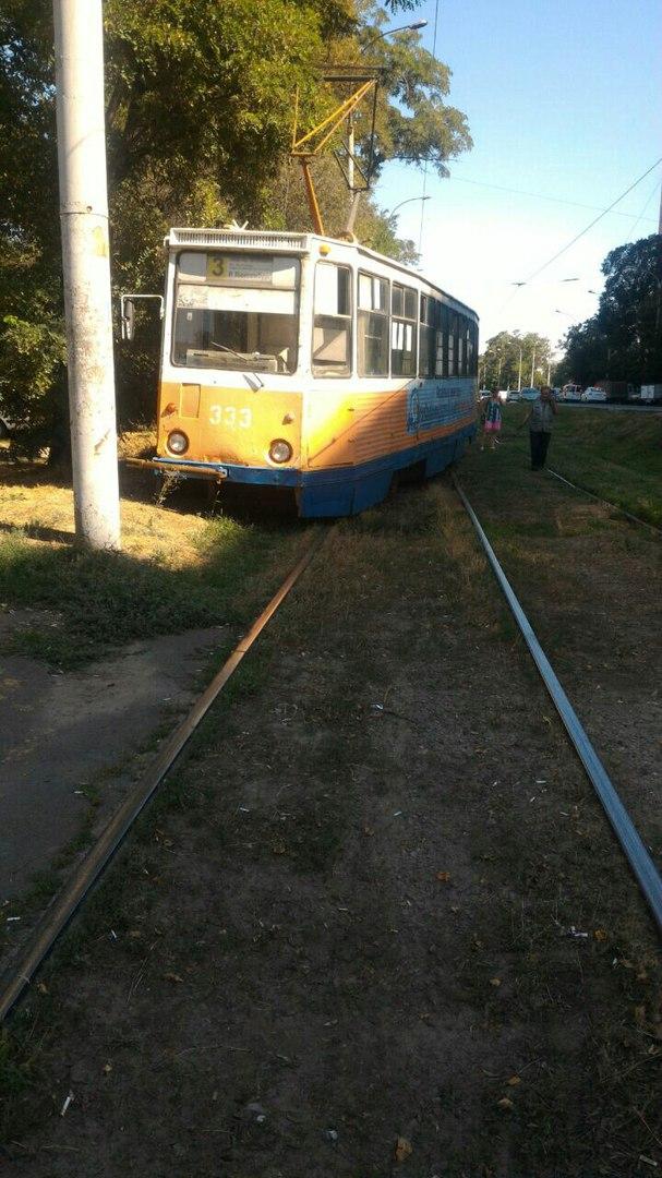 В Таганроге трамвай №3 сошел с рельсов