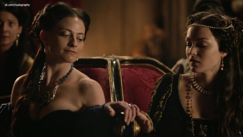 Сексуальная Лара Пулвер (Lara Pulver) в сериале