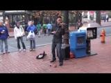 Уличный скрипач поразил людей исполнением Beyonce-Halo