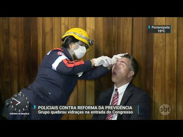 Policiais contrários à reforma da Previdência invadem a Câmara dos Deputados - SBT Brasil (18/04/17)