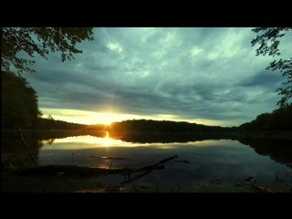 Time laps. Закат прекрасного дня на озере.