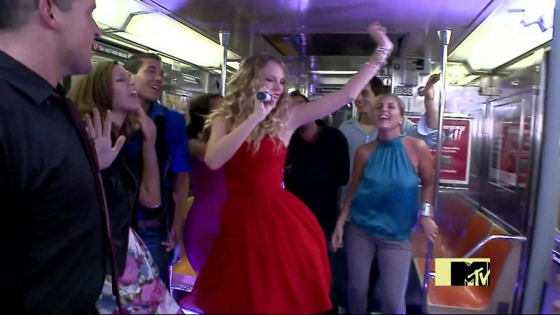 Taylor Swift - You Belong With Me (MTV VMA 2009)