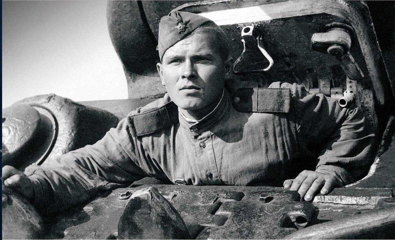 Механик-водитель гвардии старший сержант Н. Круглов. Уральский добровольческий танковый корпус, 1944 год