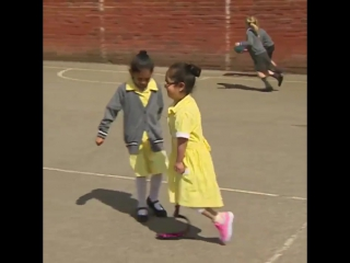 Реакция детишек на протез одноклассницы