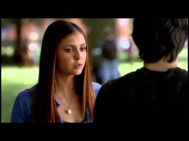 Елена в образе вампира