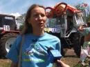 Женщина на тракторе дала жару на Бизон-Трек-Шоу