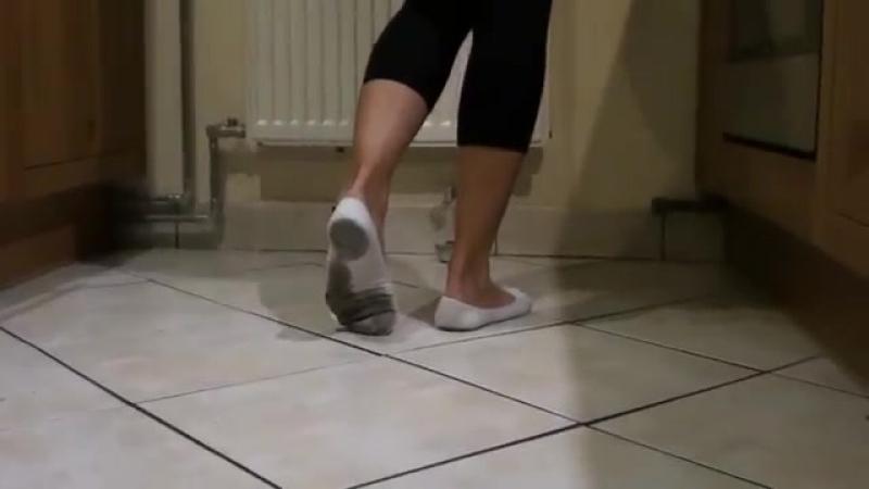 Bread crushing in ped socks Sexy сексуальные эротические ноги стопы обувь колготки девочки мамаши школьницы студентки молодые