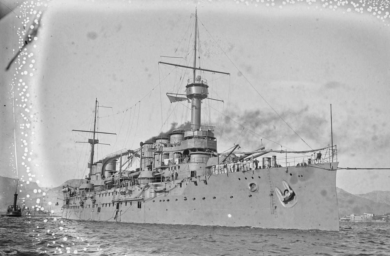 Броненосный крейсер Эрнест Ренан в Тулоне