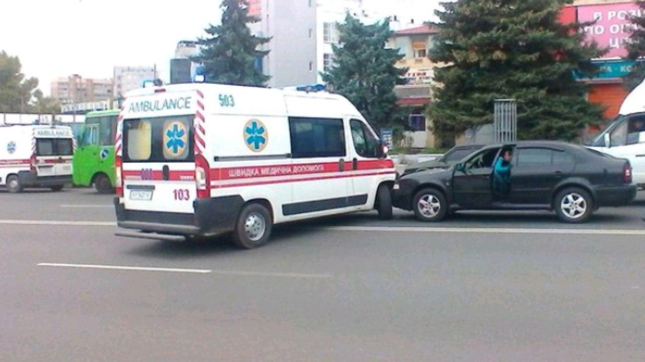 """У центрі Харкова одразу дві ДТП за участі """"швидкої"""" - фото 1"""