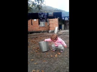 Племянница помогает дяди
