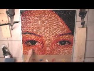 Портрет сделан в 15 000 булавок