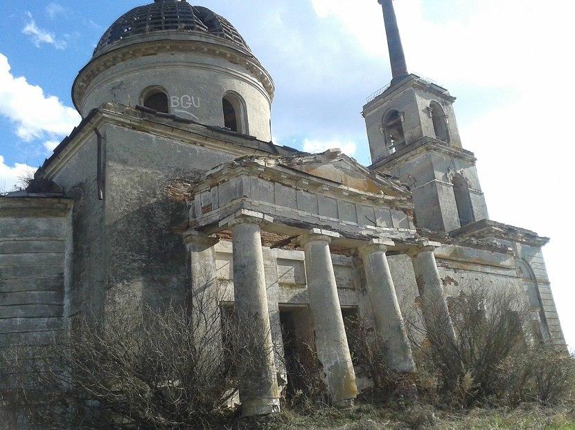 Заброшенная примерно в начале 20 века церковь в Буинском районе