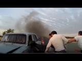 В Азербайджане старик спас людей из горящего автомобиля, рискуя своей жизнью