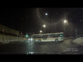 Стритрейсер и дрифт на рейсовом автобусе