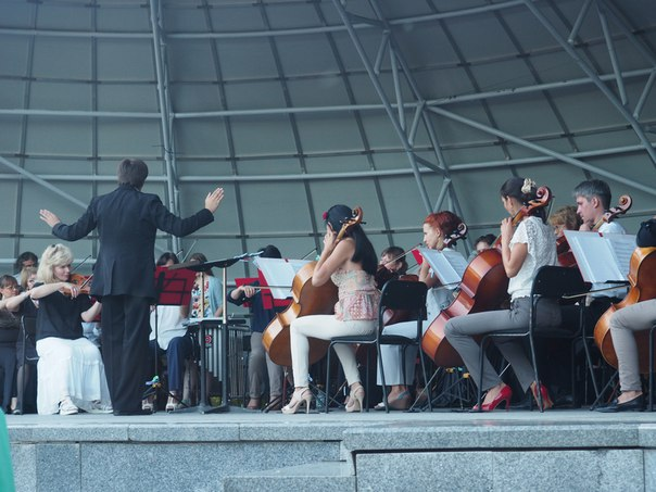Весь июнь Дальневосточный академический симфонический оркестр будет радовать слушателей популярными классическими произведениями и дарить незабываемые впечатления в Краевом парке имени Муравьева-Амурского!